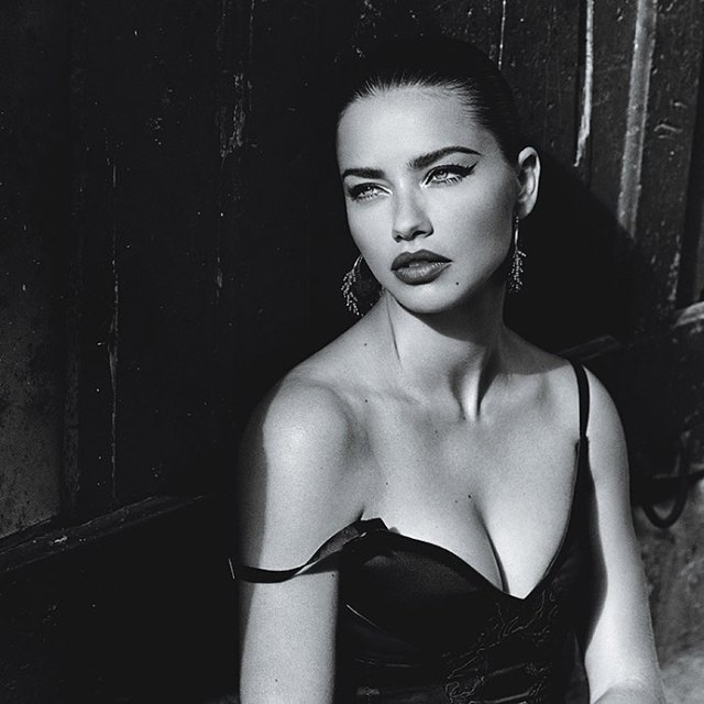 Adriana Lima Sexy Boobs Pictures