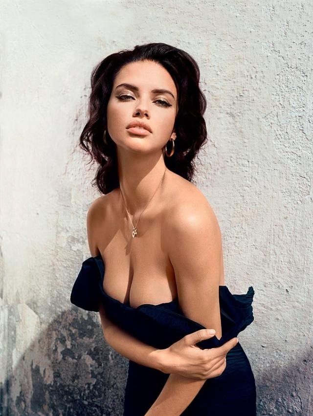 Adriana Lima Sexy Boobs Pictures Photo