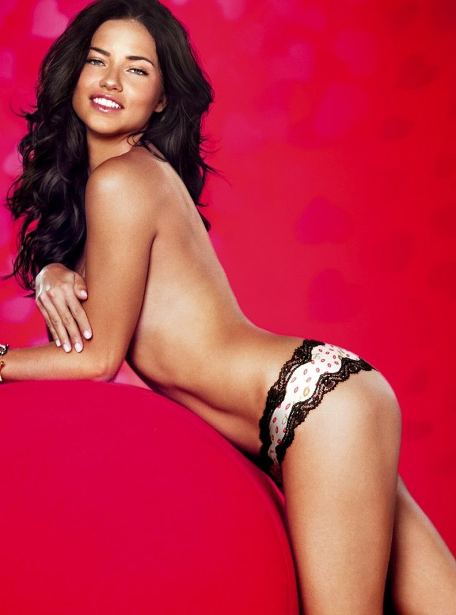 Adriana Lima Sexy Boobs Pictures on Topless