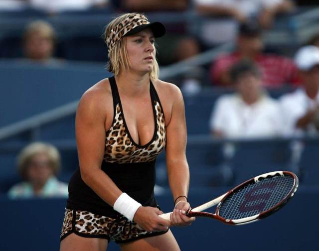 Bethanie Mattek sexy cleavages pics