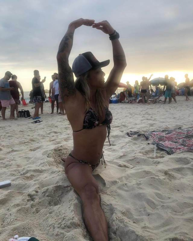 Carolinne Hobo awesome pictures