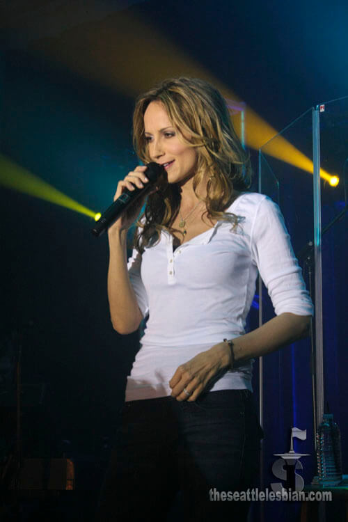 Chely Wright hot cleavages