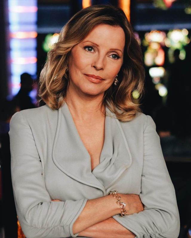 Cheryl Ladd hot cleavages pic