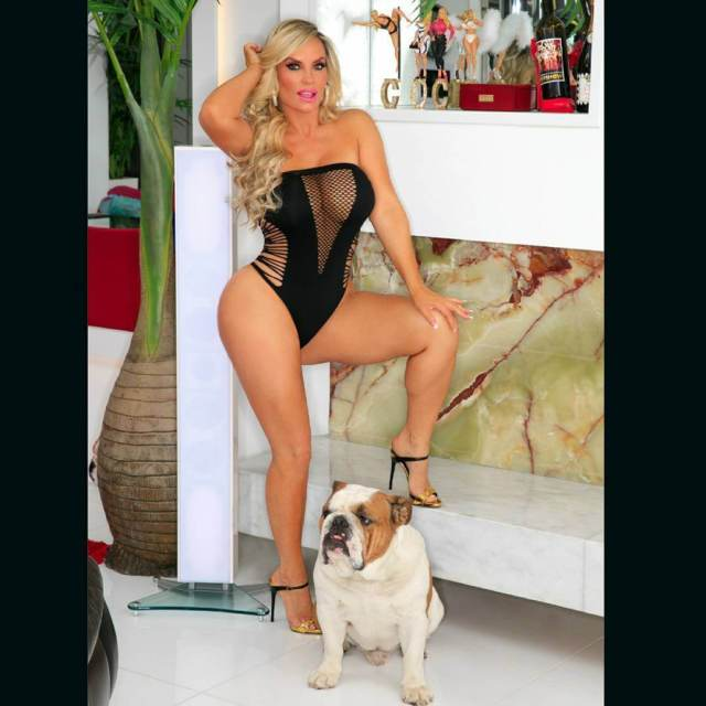 Coco Austin sexy thighs pic