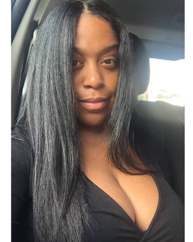 DomiNque Perry cleavage pic