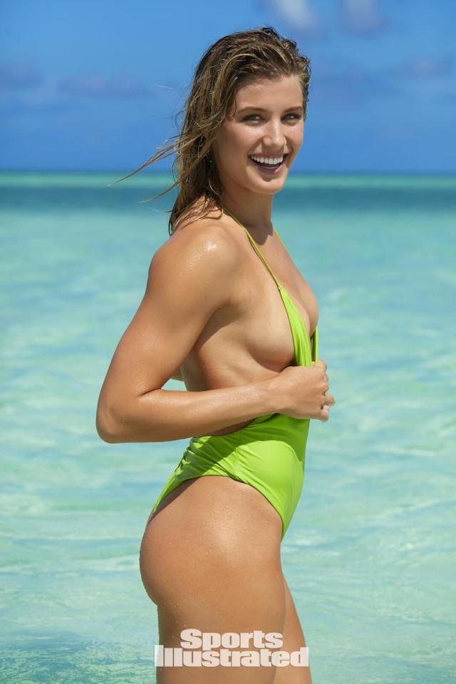 Eugenie Bouchard sexy cleavages pic