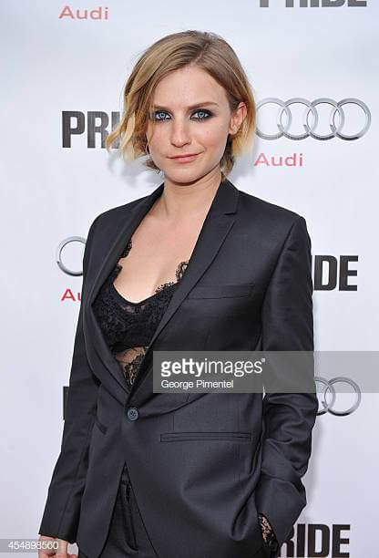 Faye Marsay cleavages hot pic