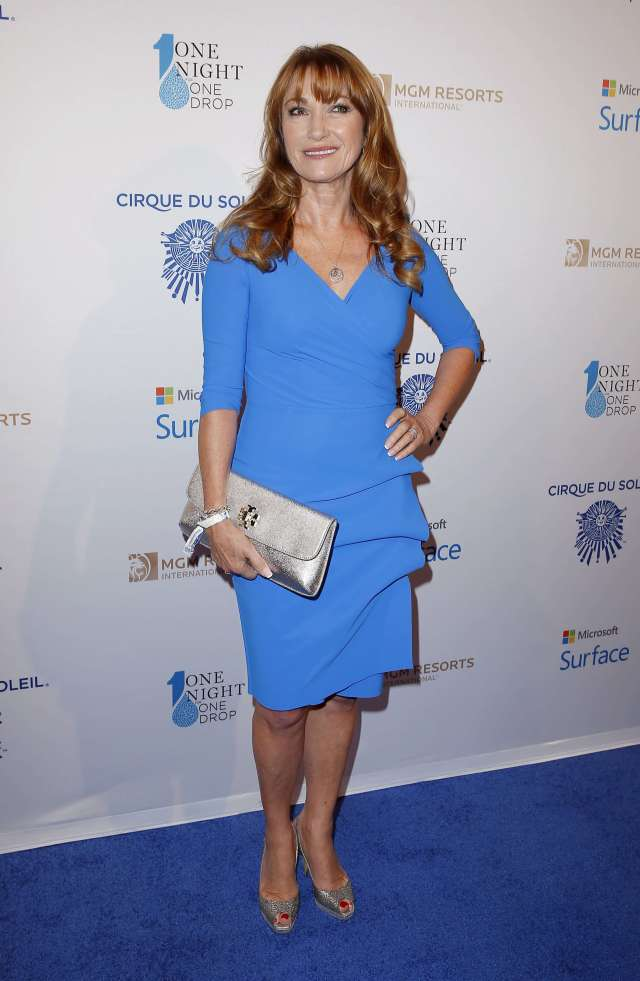 Jane Seymour sexy cleavages pictures