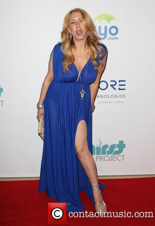 Joely Fisher legs hot