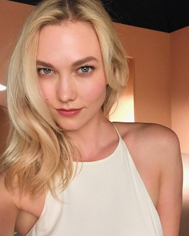 Karlie Kloss very sexy picture