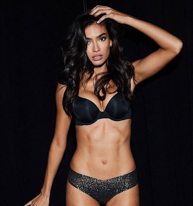 Kelly Gale hot pic
