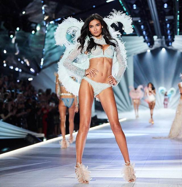 Kelly Gale hot