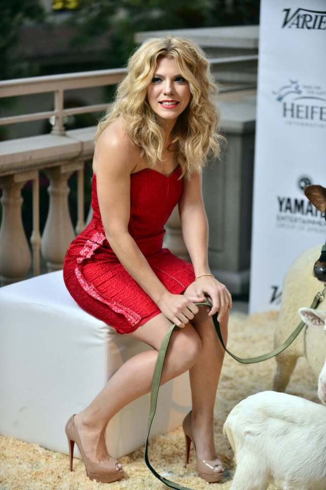 Kimberly Perry thighs hot