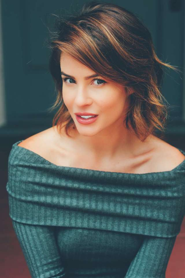 Linsey Godfrey hot picture