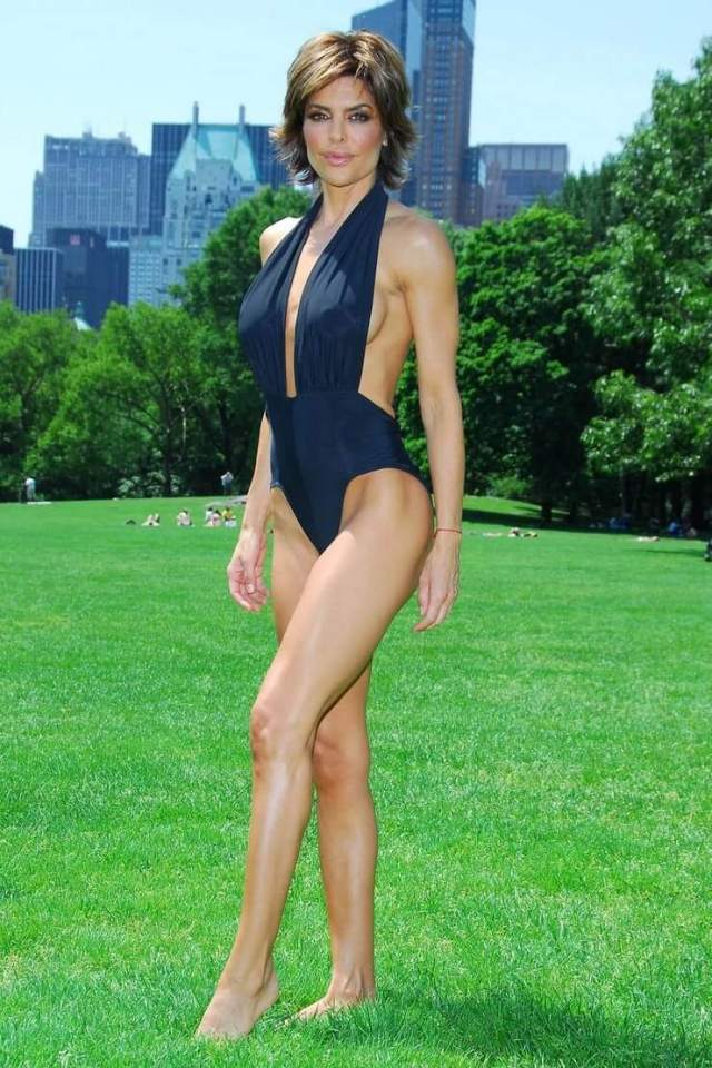 Lisa Rinna sexy swimsuit