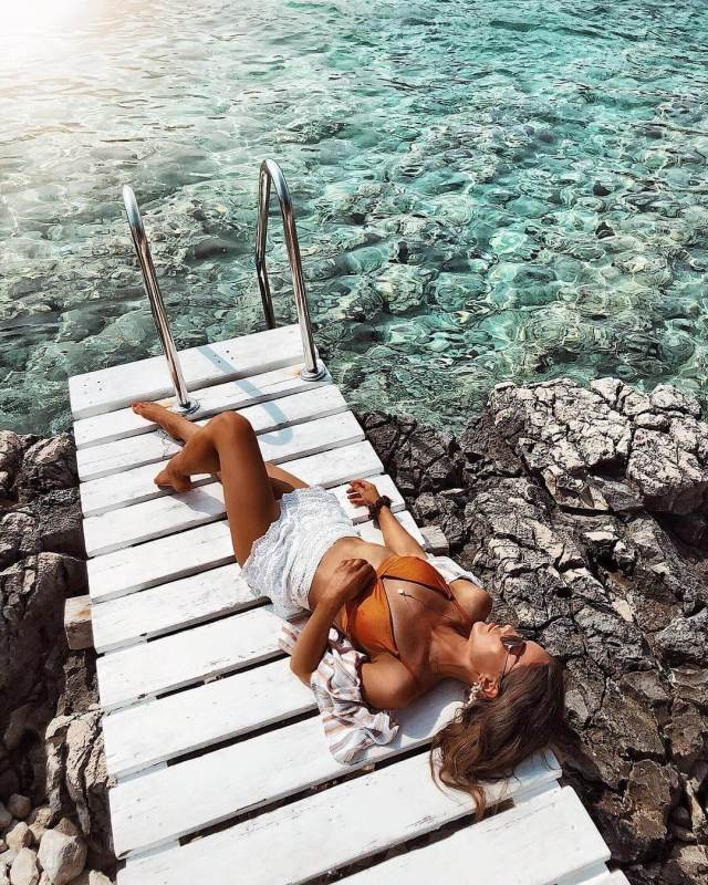 Louise Thompson legs awesome pics
