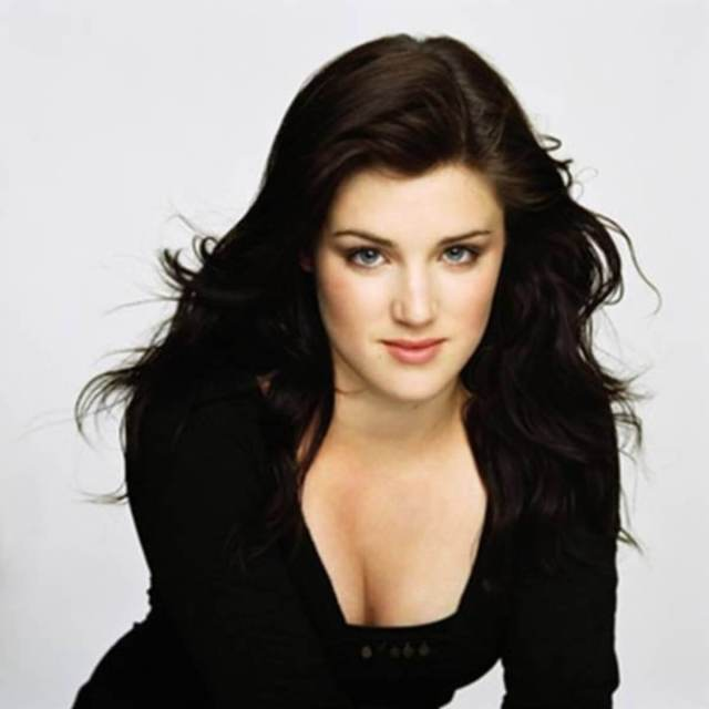 Lucy Griffiths hot cleavage pic
