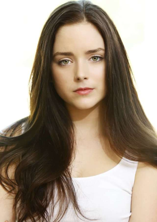 Madison Davenport hot pictures (3)