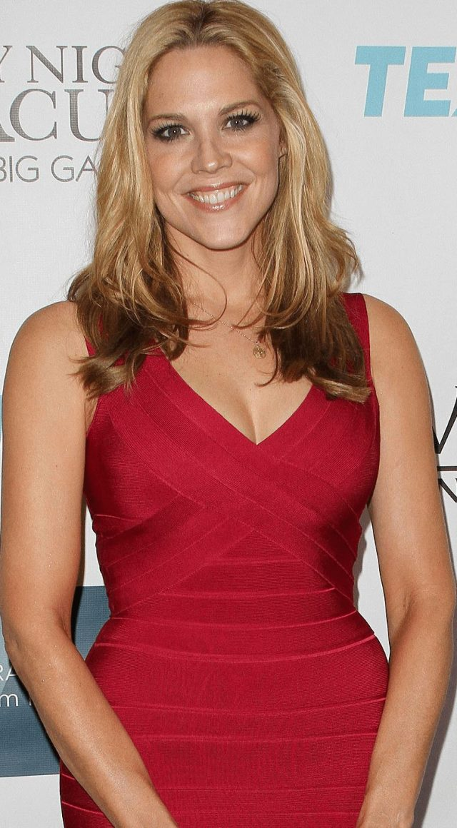 Mary McCormack sexy cleavage pic
