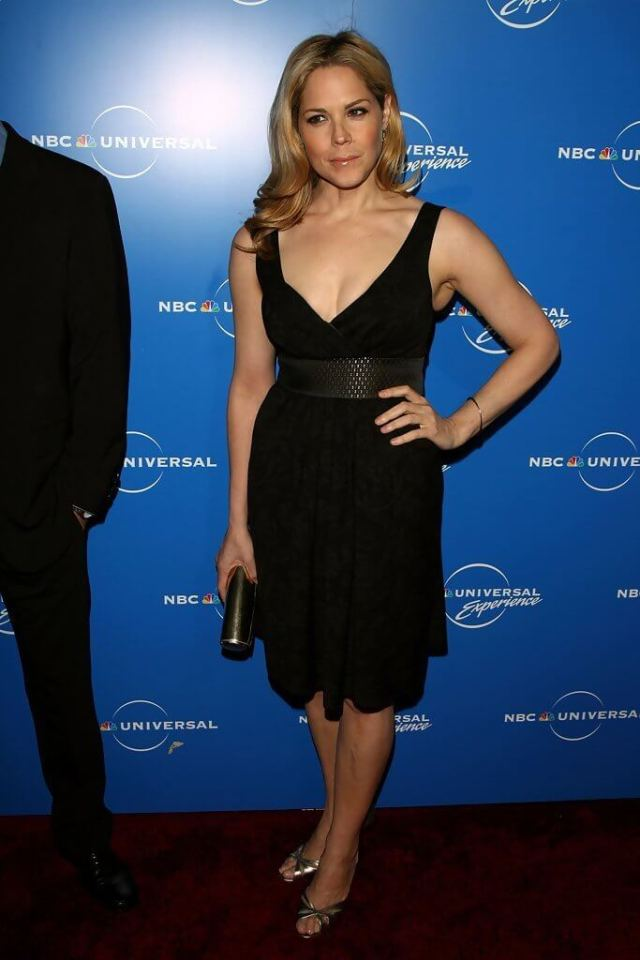 Mary McCormack sexy cleavage