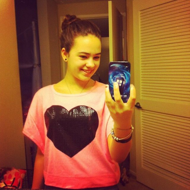 Mary Mouser hto busty pic