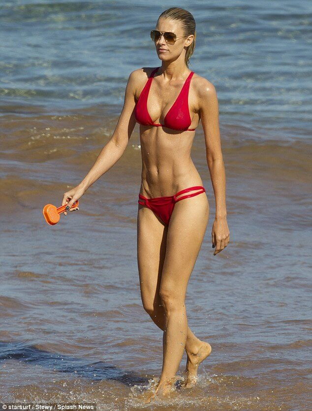 Paige Butcher hot cleavages