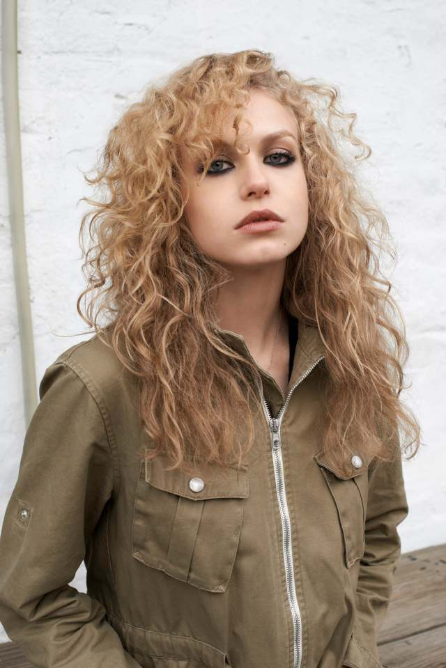 Penelope Mitchell hot look pic