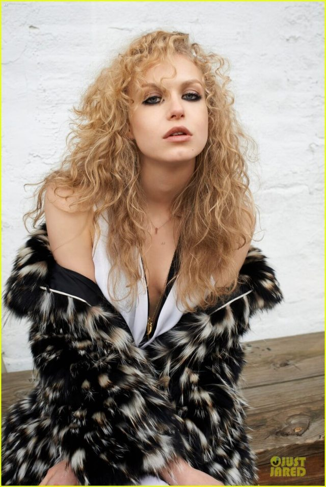 Penelope Mitchell hot picture (2)