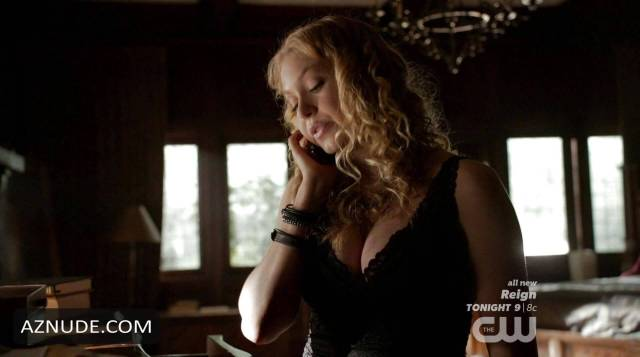 Penelope Mitchell sexy cleavage