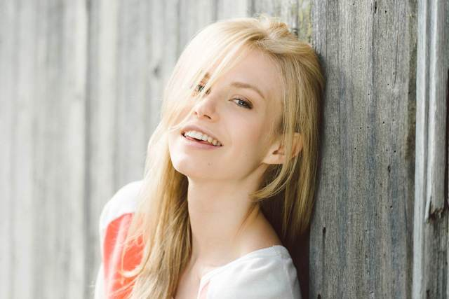 Penelope Mitchell smile pic