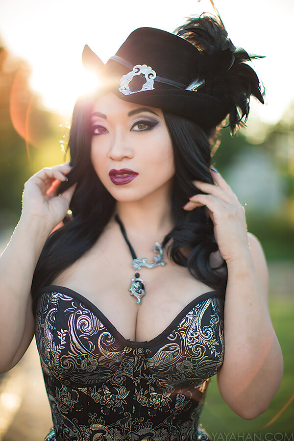 Yaya Han hot cleavages