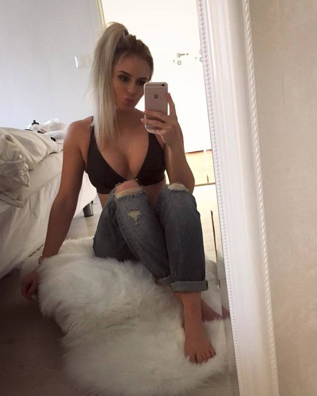 anna nystrom hot cleavage