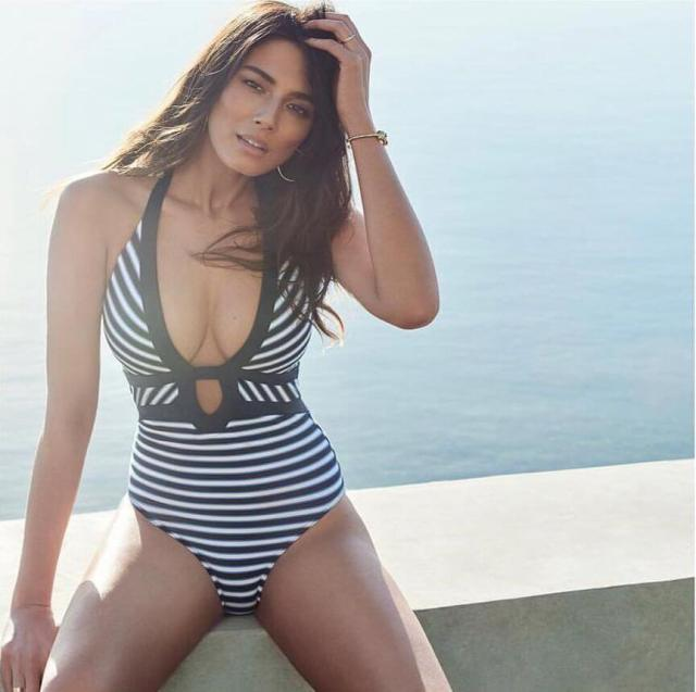 jessica gomes sexy cleavage
