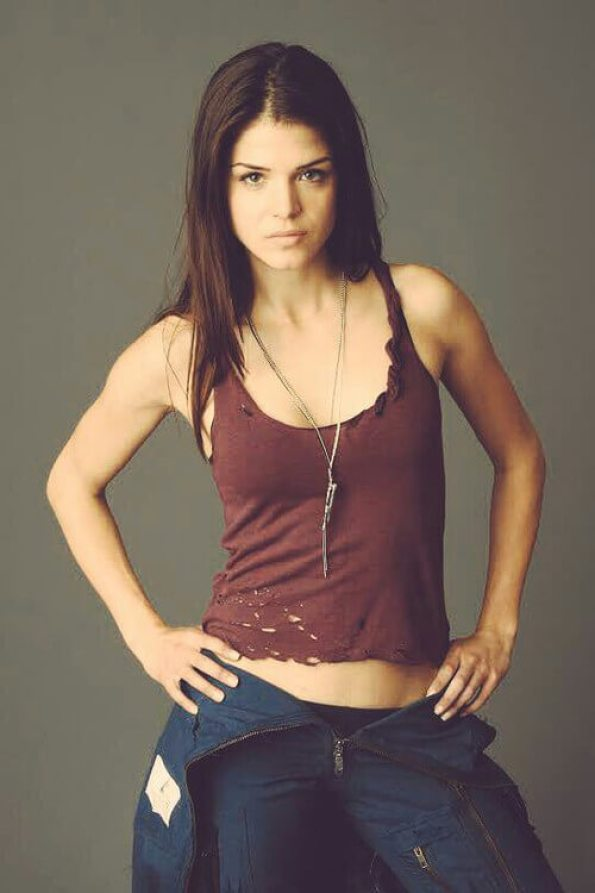 marie avgeropoulos cleavages pic (2)