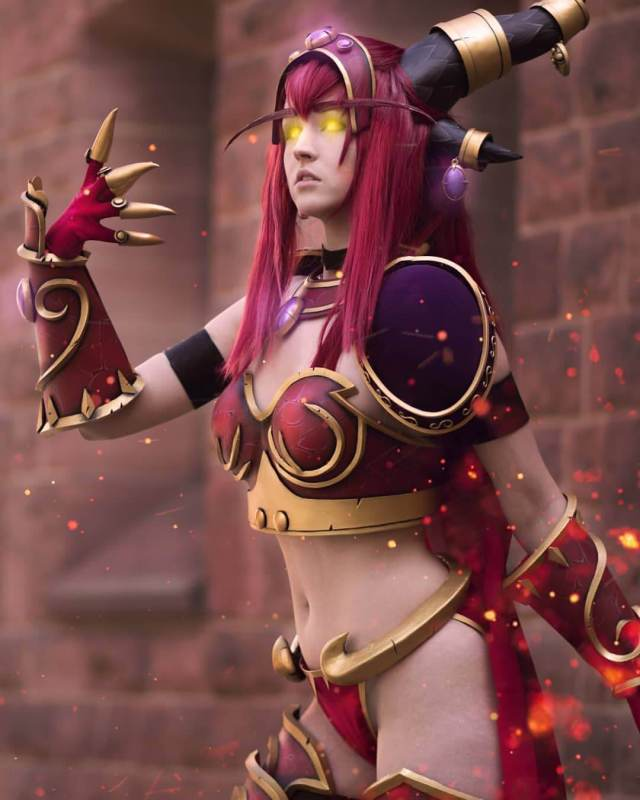 Alexstrasza sexy cleavages picture
