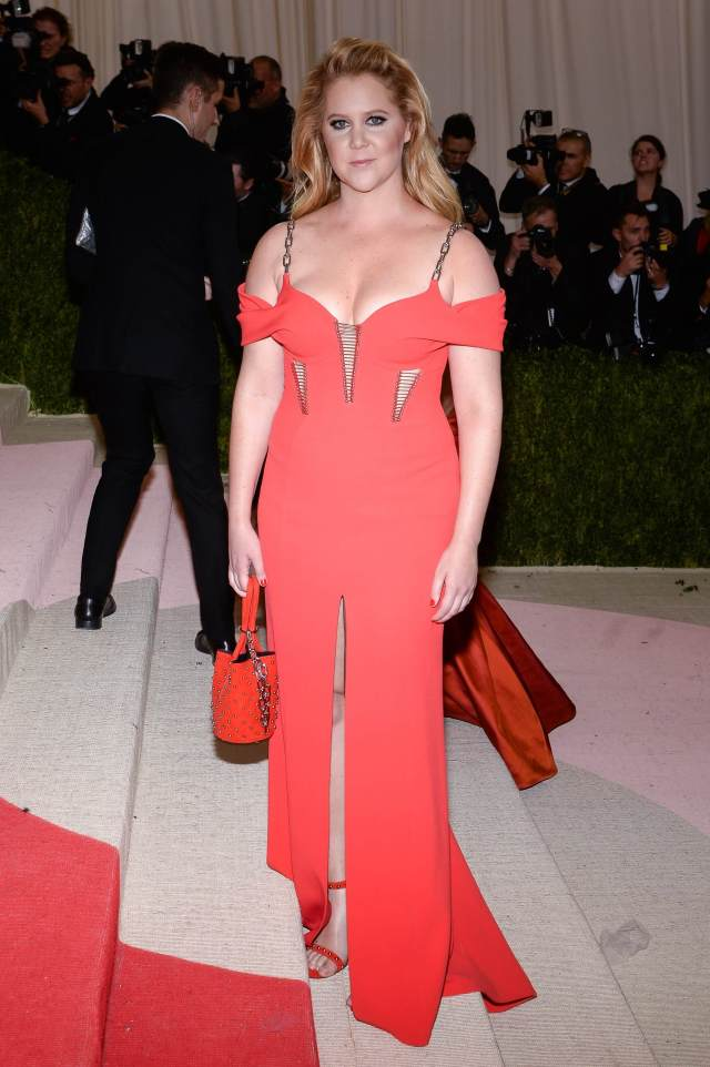 Amy-Schumer red hot dress