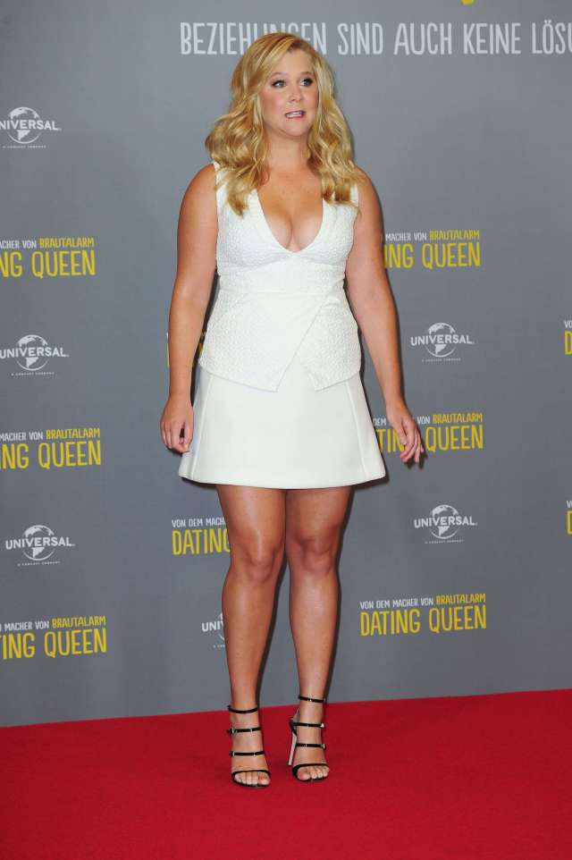 Amy-Schumer thighs pic