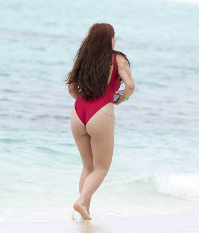 Ariel Winter hot booty