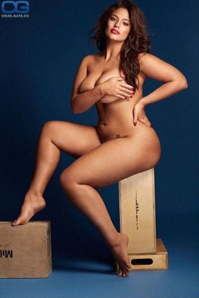 Ashley Graham nude
