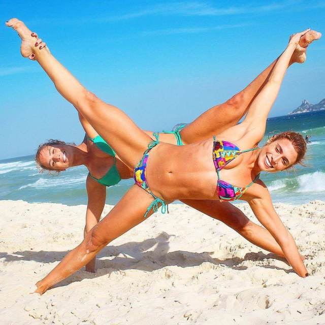 Bia & Branca Feres feet awesome