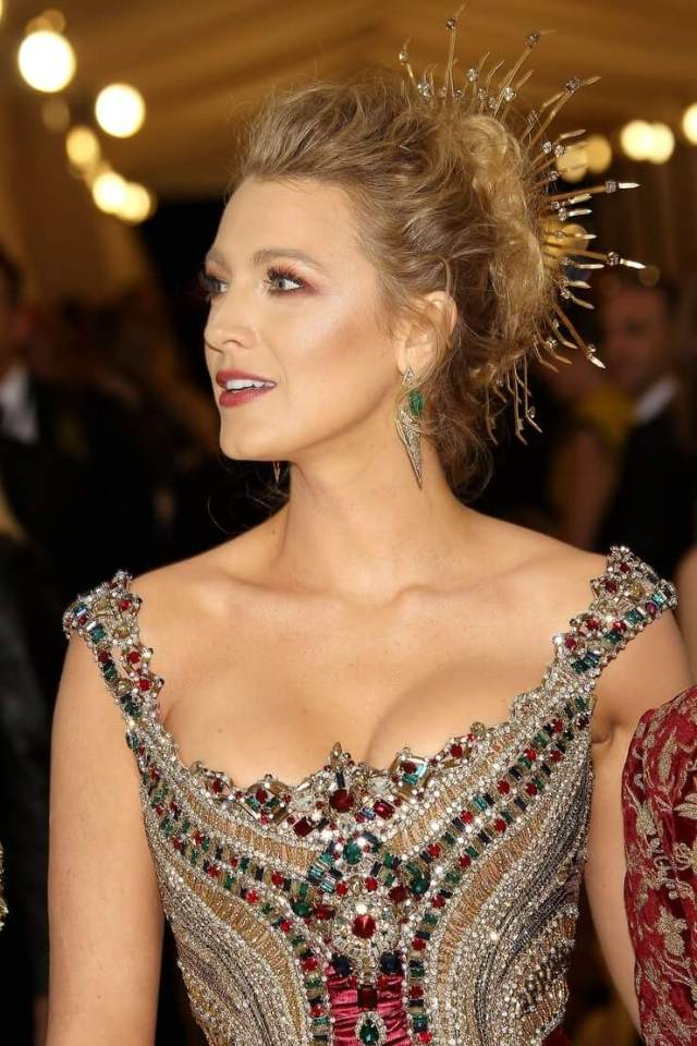 Blake Lively hot busty pictures
