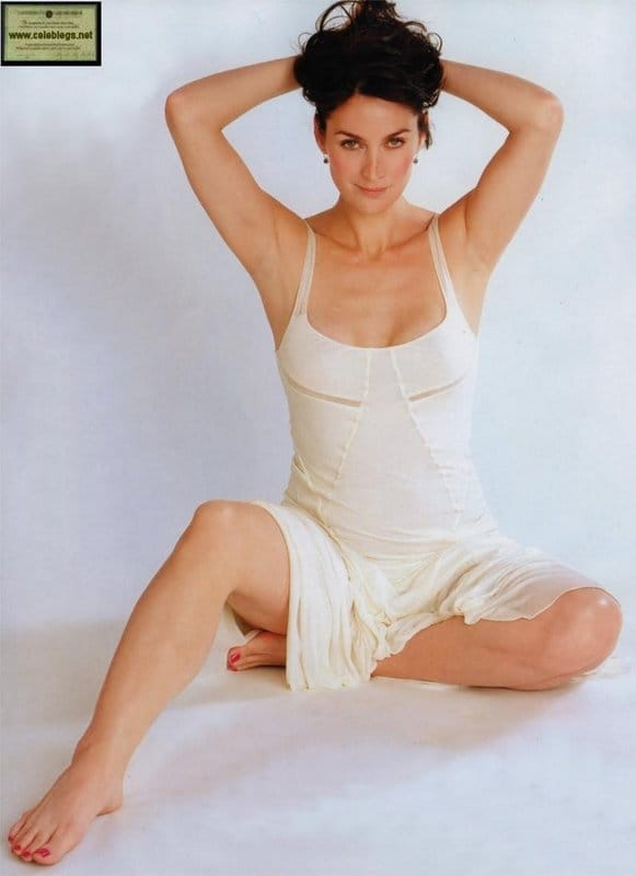 Carrie Anne Moss Sexy