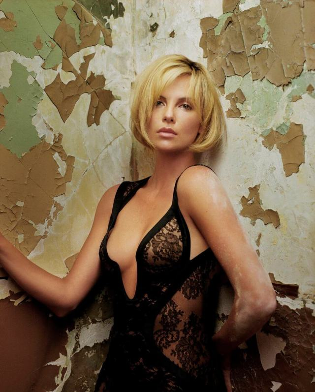 Charlize Theron sexy (2)