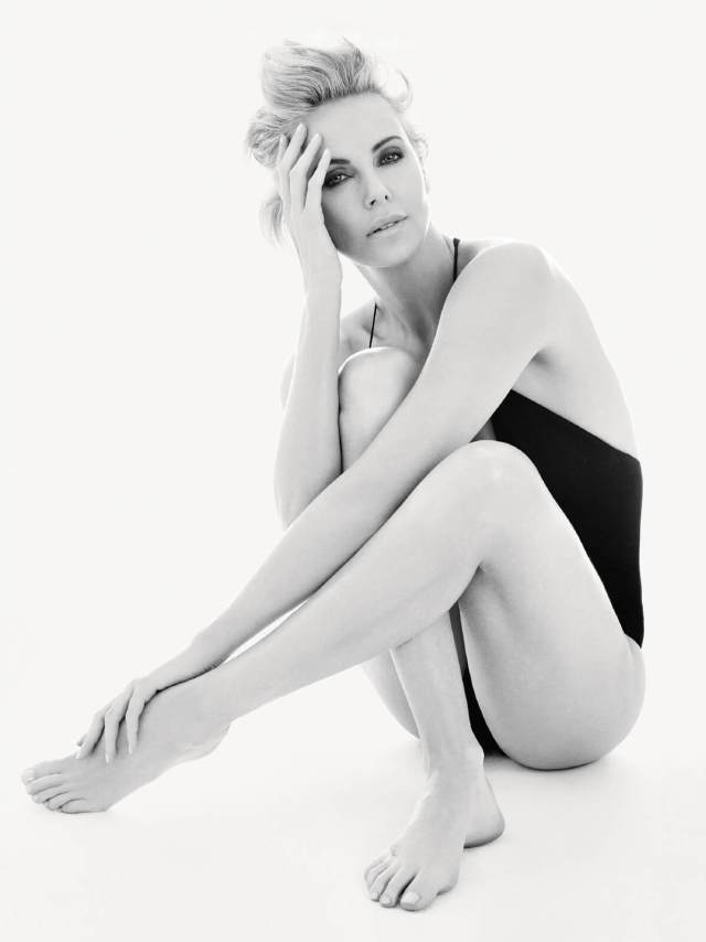 Charlize Theron sexy feet