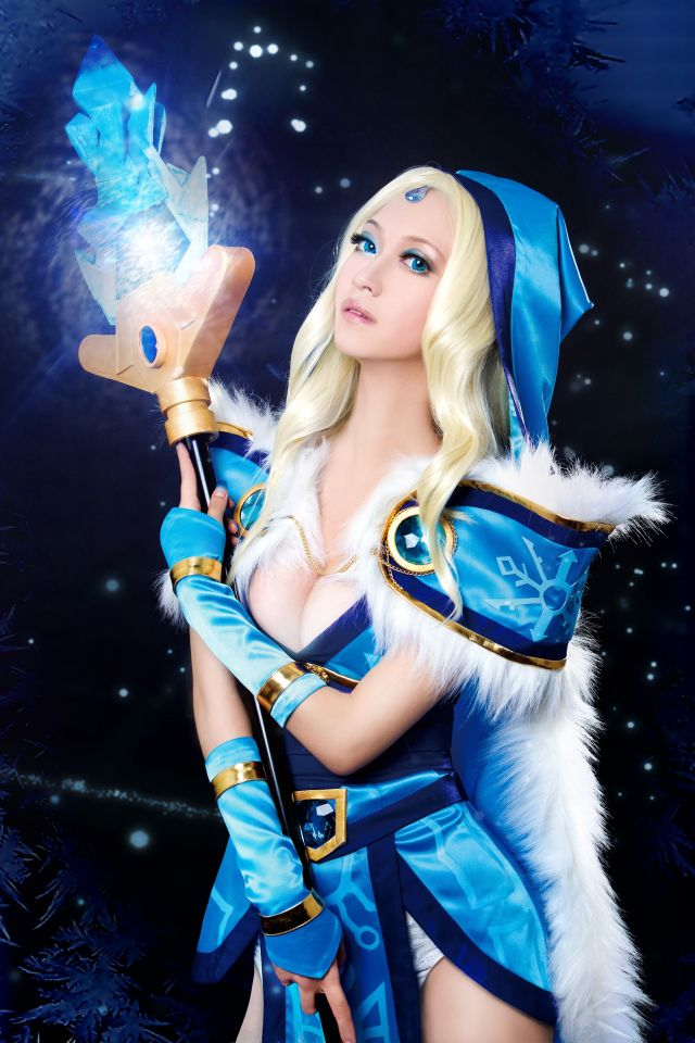 Crystal Maiden Hot Cosplay
