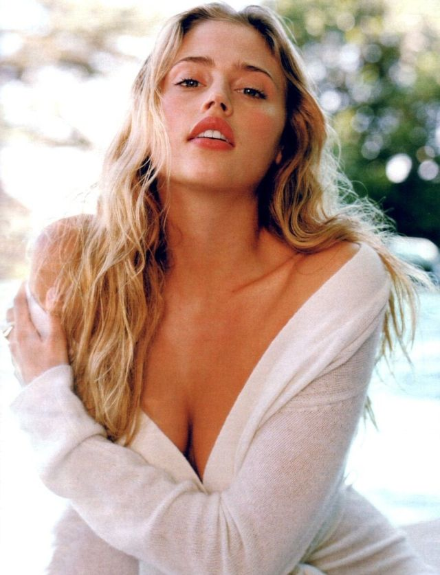 Estella Warren awesome cleavages 1