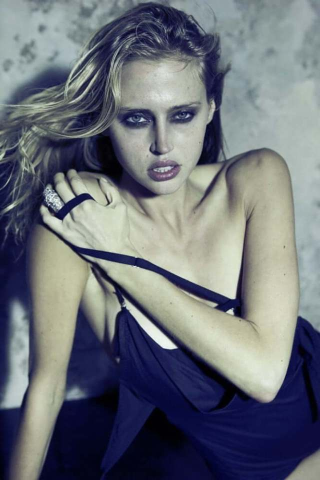 Estella Warren awesome cleavages