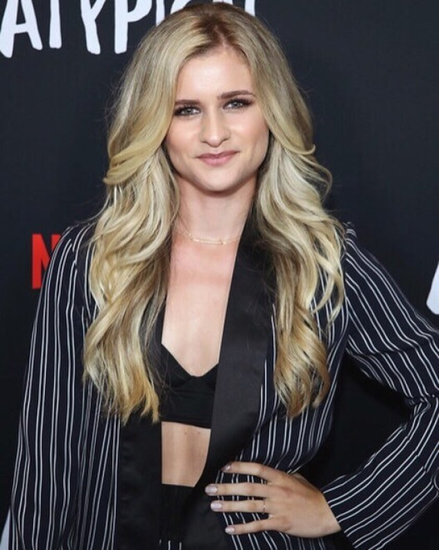 Jenna Boyd sexy cleavage pic