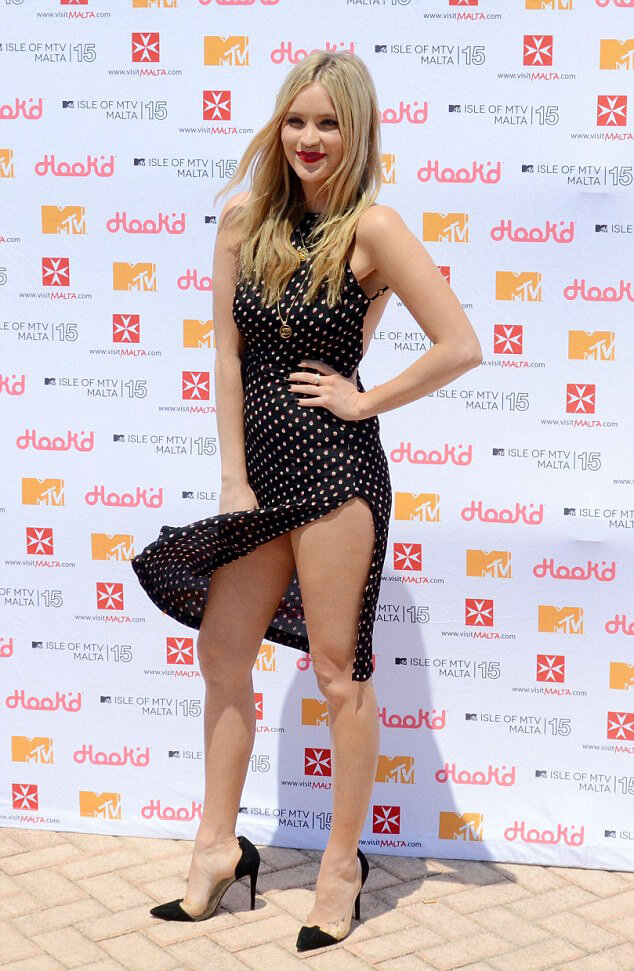 Laura Whitmore thighs pic