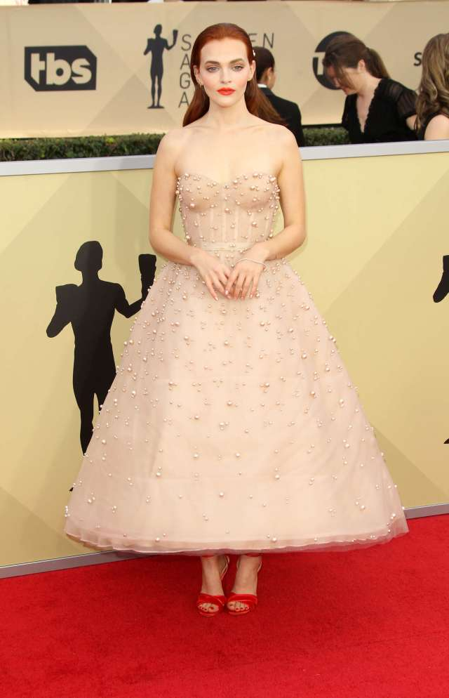 Madeline Brewer awesome dress pic